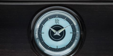 Black, Symbol, Automotive lighting, Classic, Machine, Circle, Trademark, Classic car, Number, Emblem,