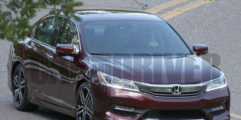 Automotive mirror, Mode of transport, Vehicle, Automotive design, Land vehicle, Glass, Car, Headlamp, Automotive lighting, Rear-view mirror,