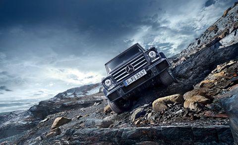 Tire, Wheel, Automotive tire, Automotive design, Automotive exterior, Land vehicle, Car, Off-roading, Off-road vehicle, Bumper,
