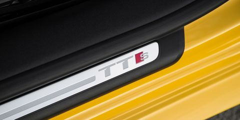 Yellow, Automotive exterior, Colorfulness, Tints and shades, Parallel, Material property, Close-up, Automotive door part,