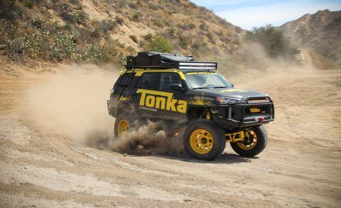 Tire, Wheel, Automotive tire, Automotive design, Automotive exterior, Car, Off-roading, Dust, Off-road vehicle, Motorsport,