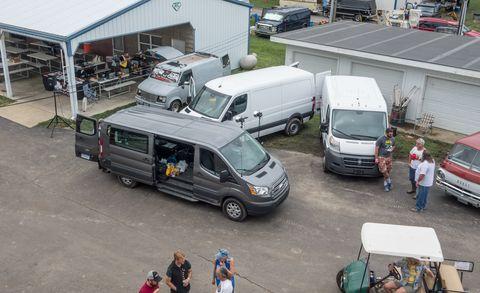 Motor vehicle, Mode of transport, Vehicle, Land vehicle, Transport, Automotive parking light, Car, Van, Automotive exterior, Compact van,