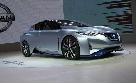 Wheel, Mode of transport, Automotive design, Vehicle, Car, Fender, Personal luxury car, Automotive exterior, Glass, Automotive lighting,