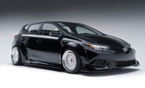 Tire, Motor vehicle, Wheel, Mode of transport, Automotive design, Vehicle, Automotive lighting, Glass, Car, Automotive tire,