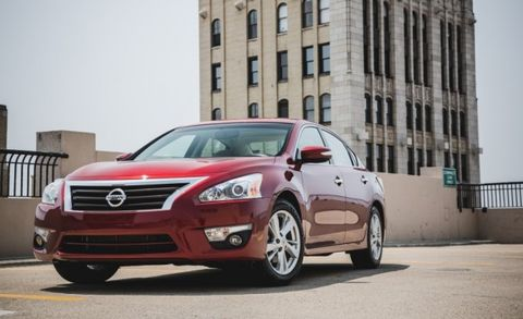 Curvy Dramatic Styling Mimics Ger Brother Maxima And Gives The Altima An Upscale Vibe