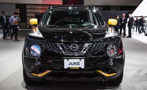 Motor vehicle, Mode of transport, Automotive design, Vehicle, Event, Land vehicle, Car, Personal luxury car, Grille, Automotive lighting,