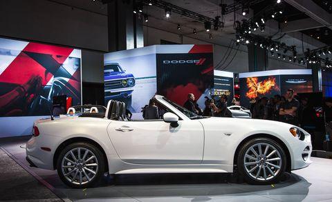 Tire, Wheel, Automotive design, Vehicle, Alloy wheel, Land vehicle, Spoke, Car, Automotive wheel system, Rim,