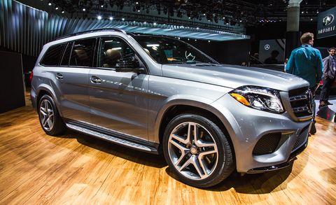 Tire, Wheel, Automotive design, Vehicle, Land vehicle, Spoke, Automotive lighting, Car, Headlamp, Grille,