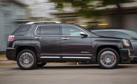 Tire, Wheel, Automotive tire, Window, Vehicle, Automotive design, Infrastructure, Rim, Car, Automotive parking light,