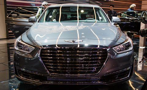Automotive design, Vehicle, Land vehicle, Grille, Car, Personal luxury car, Full-size car, Luxury vehicle, Automotive lighting, Headlamp,