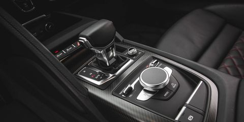 Automotive design, Center console, Personal luxury car, Gear shift, Luxury vehicle, Carbon, Steering part,