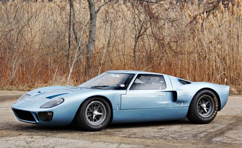 This Classic Ford GT40 Road Car Is Heading to Auction – News – Car