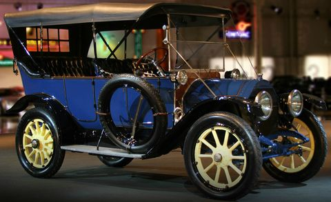 Tire, Wheel, Mode of transport, Automotive design, Transport, Rim, Automotive tire, Automotive wheel system, Fender, Antique car,