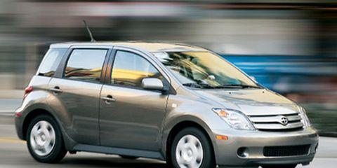 Tire, Wheel, Motor vehicle, Automotive mirror, Automotive design, Mode of transport, Vehicle, Land vehicle, Transport, Glass,