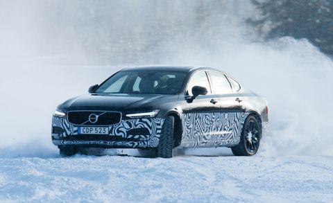 Automotive design, Winter, Automotive tire, Automotive exterior, Automotive lighting, Freezing, Transport, Headlamp, Car, Hood,