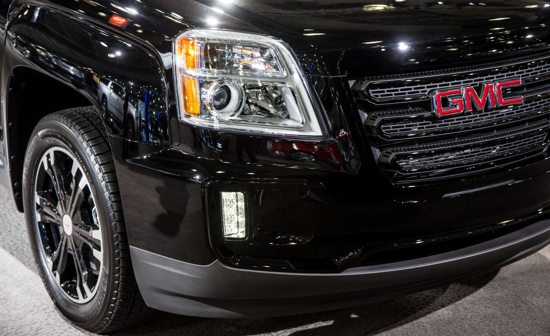 2017 Gmc Terrain Adds Blacked Out Nightfall Edition News Car And Driver
