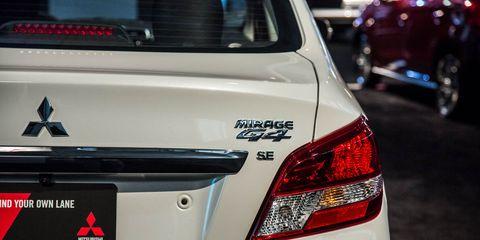 Motor vehicle, Automotive tail & brake light, Automotive design, Automotive lighting, Vehicle, Automotive exterior, Car, Full-size car, Mid-size car, Sedan,