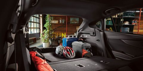 Motor vehicle, Vehicle door, Automotive exterior, Trunk, Bag, Luggage and bags, Car seat, Baggage, Windshield, Automotive window part,