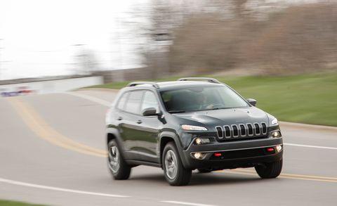 Motor vehicle, Tire, Road, Automotive design, Automotive tire, Vehicle, Automotive exterior, Infrastructure, Automotive mirror, Hood,