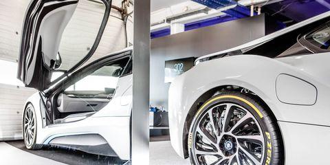Tire, Wheel, Automotive design, Automotive tire, Alloy wheel, Automotive exterior, Vehicle, Rim, Automotive wheel system, Automotive lighting,