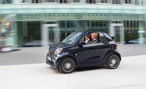 Motor vehicle, Tire, Wheel, Automotive design, Vehicle, Automotive mirror, Car, Fender, Vehicle door, Automotive tire,