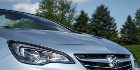 Automotive design, Mode of transport, Daytime, Automotive lighting, Vehicle, Headlamp, Grille, Transport, Automotive exterior, Glass,