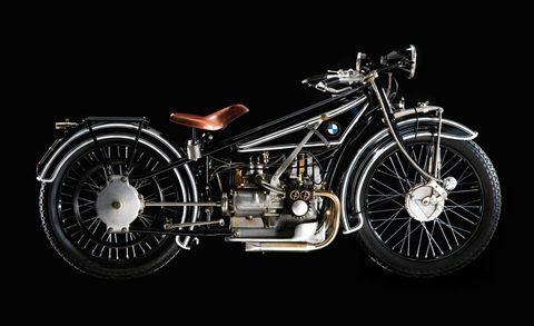 Motor vehicle, Wheel, Automotive design, Motorcycle, Transport, Rim, Spoke, Fender, Automotive lighting, Classic,