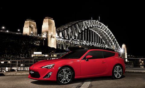 Wheel, Tire, Automotive design, Vehicle, Night, Car, Automotive lighting, Alloy wheel, Rim, Fender,