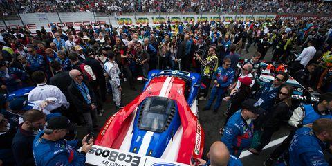 Crowd, Audience, Fan, Race car, Stadium, Motorsport, Auto racing, Sports car, Touring car racing, Racing,