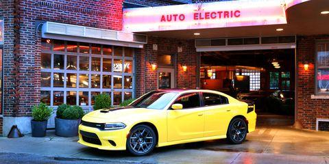 Tire, Wheel, Automotive design, Automotive tire, Vehicle, Yellow, Alloy wheel, Rim, Land vehicle, Automotive lighting,