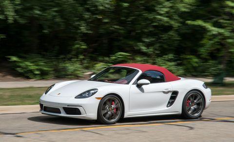 Tire, Wheel, Automotive design, Vehicle, Rim, Performance car, Car, Alloy wheel, Automotive lighting, Fender,