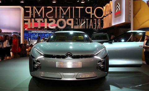 Automotive design, Event, Auto show, Car, Exhibition, Automotive lighting, Grille, Personal luxury car, Headlamp, Logo,