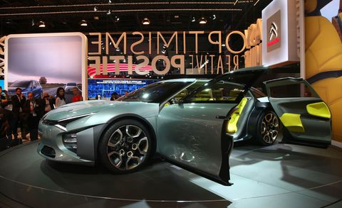 Tire, Wheel, Automotive design, Vehicle, Event, Land vehicle, Auto show, Car, Exhibition, Alloy wheel,