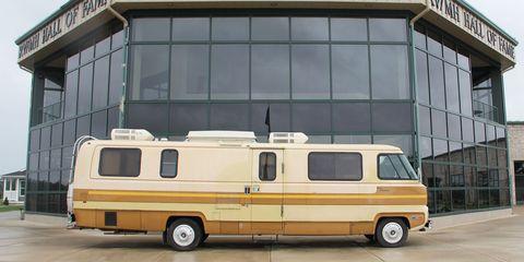 Motor vehicle, Mode of transport, Transport, Vehicle, Land vehicle, Automotive parking light, Automotive exterior, Rim, Automotive tire, Fender,
