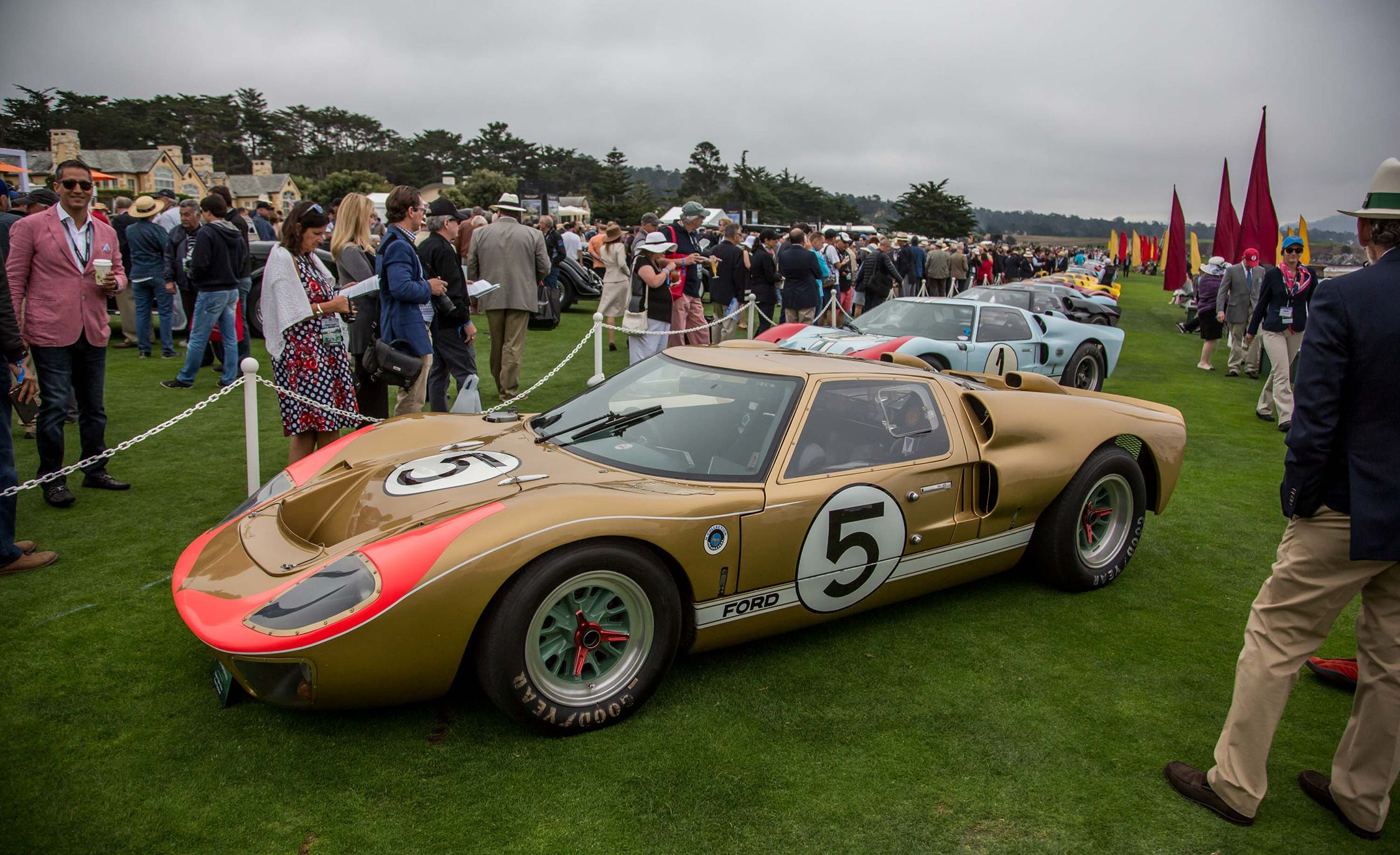 17 Vintage Ford Gt40s Stampede Into Pebble Beach