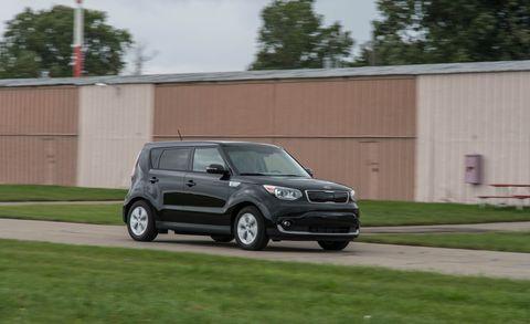 Tire, Automotive design, Vehicle, Automotive mirror, Rim, Automotive tire, Alloy wheel, Car, Automotive lighting, Vehicle door,
