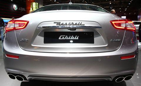 Mode of transport, Automotive design, Vehicle, Event, Automotive lighting, Vehicle registration plate, Automotive tail & brake light, Car, Mid-size car, Full-size car,