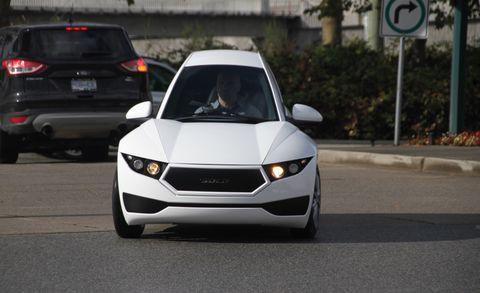 Automotive design, Mode of transport, Vehicle, Road, Land vehicle, Automotive lighting, Automotive exterior, Infrastructure, Car, Grille,