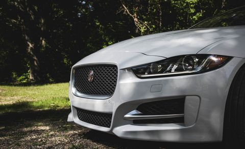 Automotive design, Daytime, Hood, Grille, Headlamp, Car, Personal luxury car, Light, Luxury vehicle, Performance car,