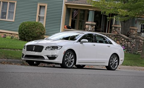 Tire, Wheel, Automotive design, Window, Vehicle, Alloy wheel, Rim, Car, Spoke, Grille,