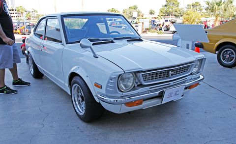 Wheel, Tire, Land vehicle, Vehicle, Automotive parking light, Classic car, Car, Automotive tire, Fender, Hood,