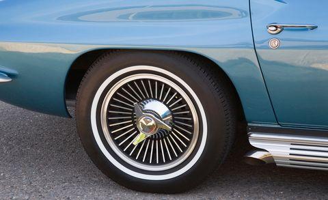 Tire, Wheel, Motor vehicle, Blue, Vehicle, Automotive tire, Automotive wheel system, Automotive exterior, Automotive design, Rim,