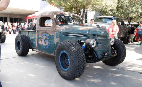 Tire, Motor vehicle, Wheel, Automotive tire, Automotive design, Vehicle, Rim, Fender, Tread, Automotive wheel system,