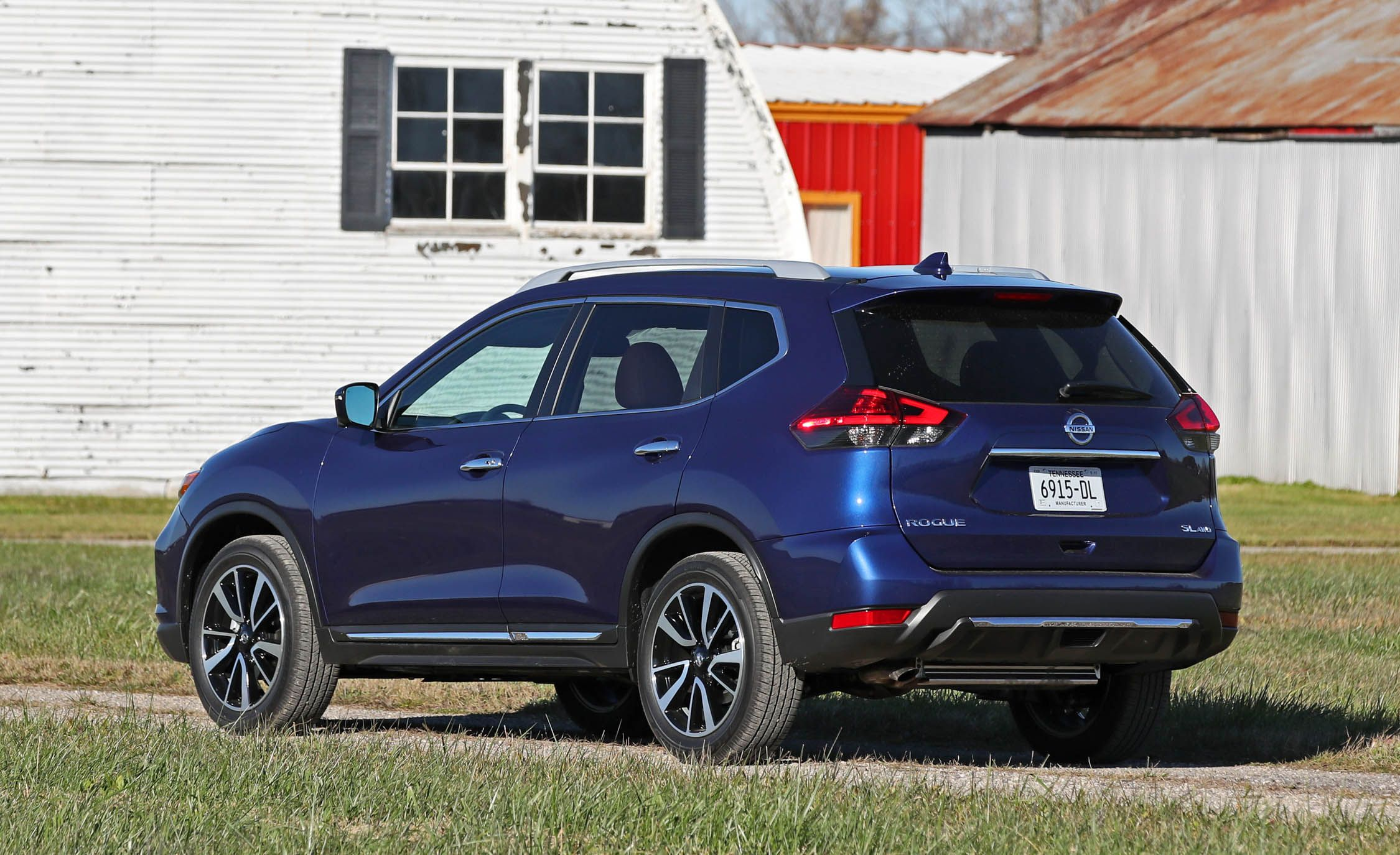 2017 nissan rogue midnight edition tire size