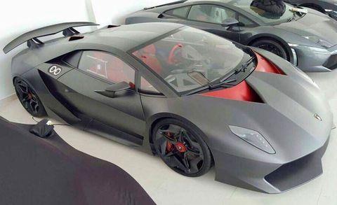 Tire, Wheel, Motor vehicle, Mode of transport, Automotive design, Vehicle, Land vehicle, Alloy wheel, Rim, Car,