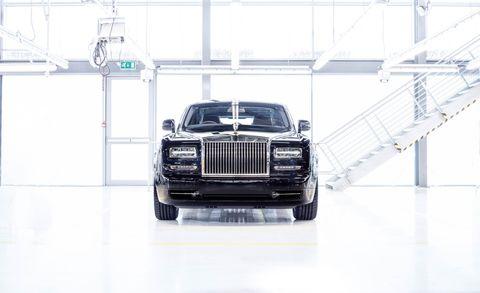 Automotive design, Product, Automotive exterior, Automotive tire, Automotive lighting, Automotive parking light, Grille, Transport, Car, Hood,