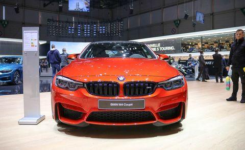 Automotive design, Vehicle, Land vehicle, Event, Grille, Car, Automotive exterior, Personal luxury car, Exhibition, Auto show,