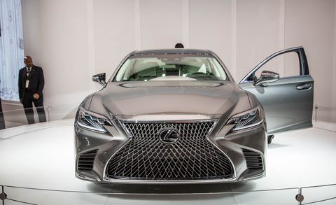 Motor vehicle, Automotive design, Event, Vehicle, Land vehicle, Grille, Headlamp, Car, Automotive lighting, Personal luxury car,