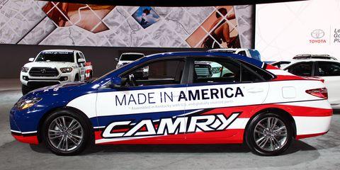 Tire, Wheel, Automotive design, Land vehicle, Vehicle, Car, Automotive decal, Alloy wheel, Rim, Motorsport,