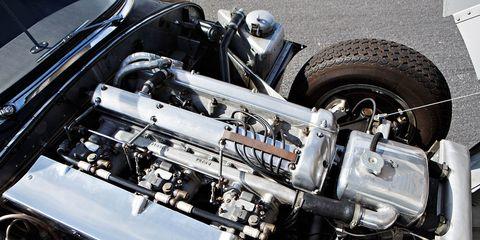 Automotive design, Automotive tire, Engine, Automotive exterior, Automotive fuel system, Automotive engine part, Auto part, Rim, Tread, Automotive air manifold,